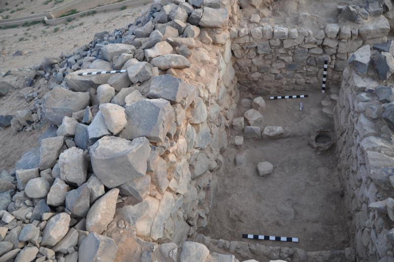 Fig. 57. Iron Age room inside the field D casemate wall in the west wall of the fort at Khirbat al-Mudaybi', looking north (G. Mattingly).
