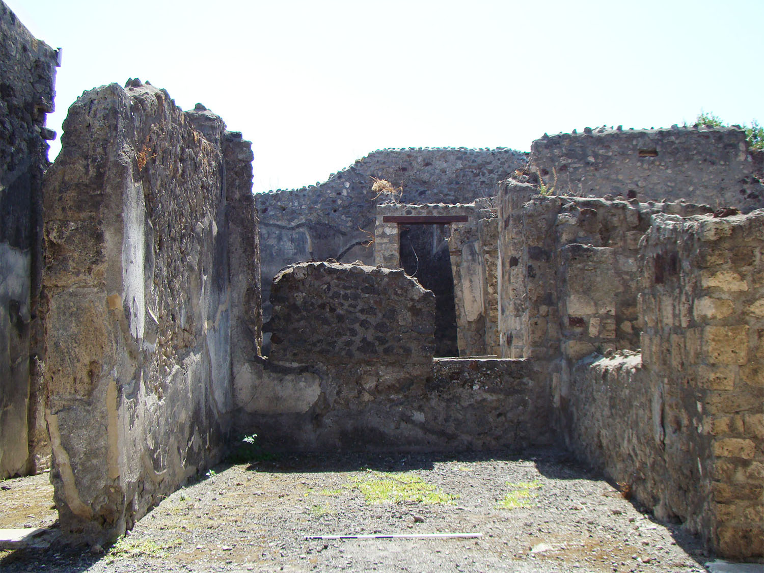 Fig. 9. Casa del Labirinto (VI.11.10), Pompeii, view of left ala on the Corinthian atrium.