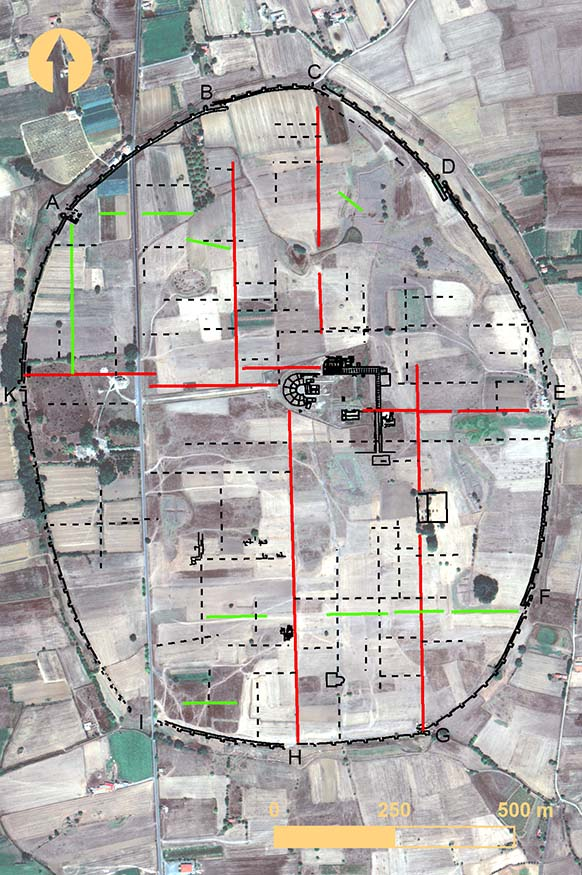 Fig. 11. Surface anomalies (red) that provide communication between city gates and the agora, and surface anomalies (green) that link city gates to other regions of Mantinea (includes copyrighted material of DigitalGlobe, Inc.; all rights reserved).