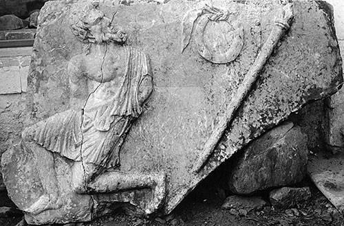 Fig. 4. Spandrel block from the Arch of Augustus with a bound captive depicted in relief (G.R. Swain, archive photograph, 1924, no. 7.1275, Pisidian Antioch excavation archive, Kelsey Museum of Archaeology, University of Michigan; courtesy Kelsey Museum of Archaeology).