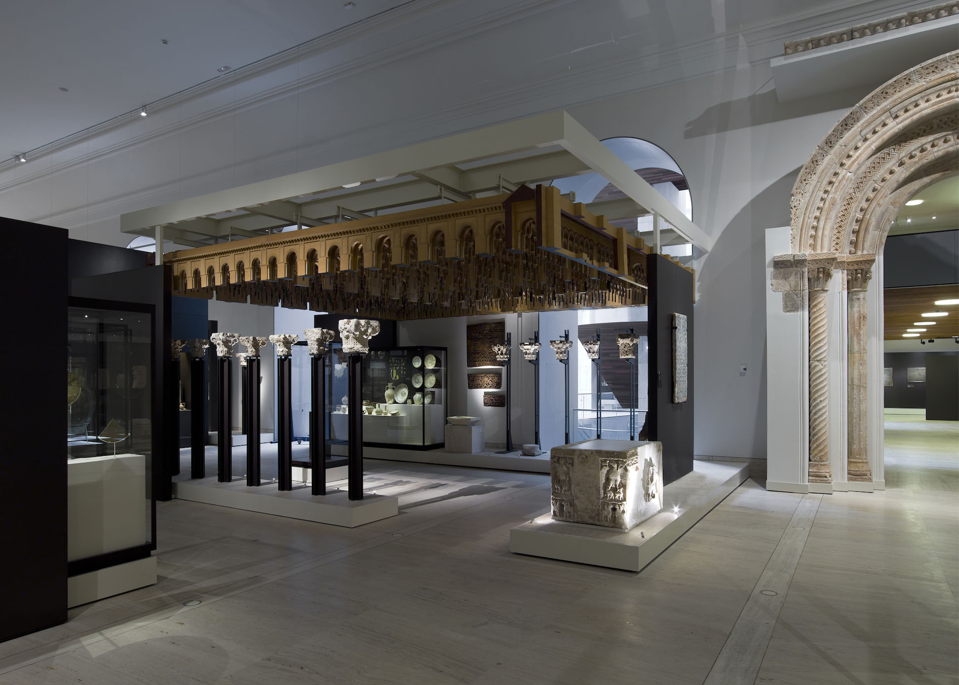 """Fig. 4. The Al-Andalus section of the Museo Arqueológico Nacional's """"The Medieval World"""" gallery, with a scale model of the Great Mosque at Córdoba made by Jordi Brunet, 1971, wood. Madrid, Museo Arqueológico Nacional, inv. no. 2001/83/1 (Luis Asín; courtesy Museo Arqueológico Nacional, Madrid)."""
