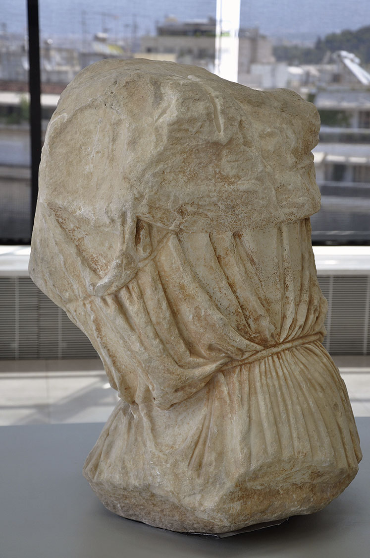 Fig. 2. Figure N (probably Selene), from east pediment of the Parthenon, back view. Athens, Acropolis Museum, inv. no. 881.