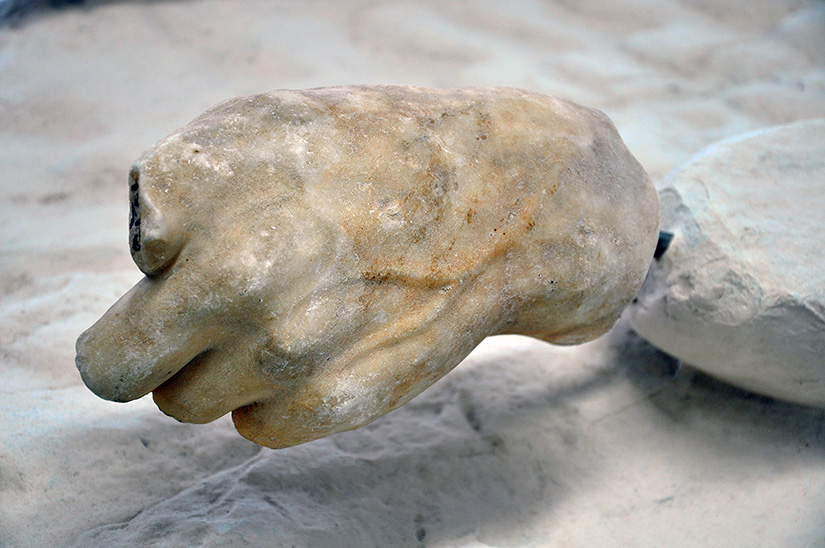 Fig. 8. Left hand of Helios (probably), Parthenon east pediment. Athens, Acropolis Museum, inv. no 1215.