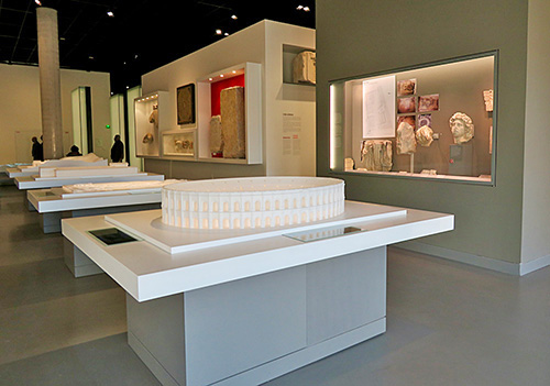 Fig. 4. View of interactive architectural models in the Roman Period section. Musée de la Romanité, Nîmes.