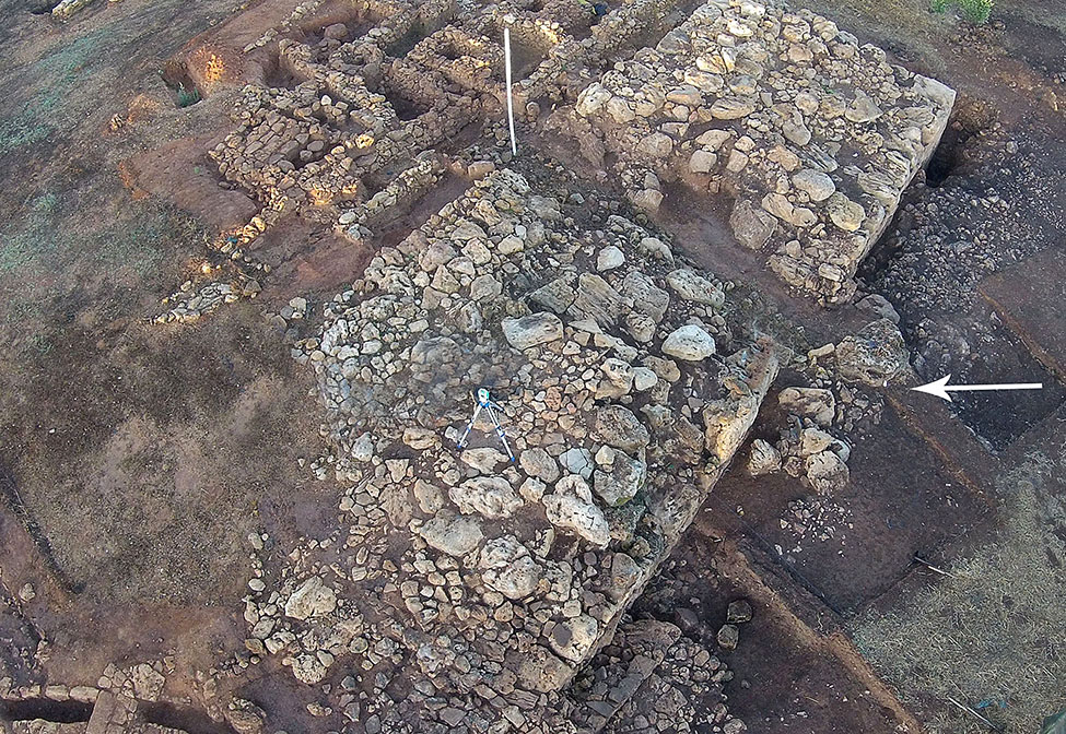 Fig. 8. Aerial view of the Cyclopean Platform from the east. The white arrow points to blocks displaced by bulldozer.