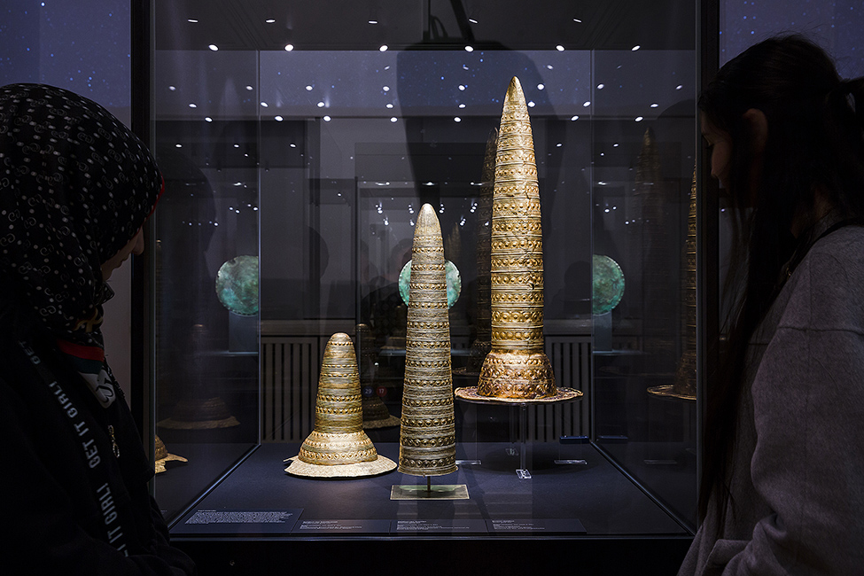 "Fig. 5. Three gold hats (Berlin Gold Hat and the finds from Avanton and Schifferstadt), 1300–1000 B.C.E., in the last gallery of the exhibition, on ""Space and Time"" (D. von Becker; © Staatliche Museen zu Berlin, Museum für Vor- und Frühgeschichte)."