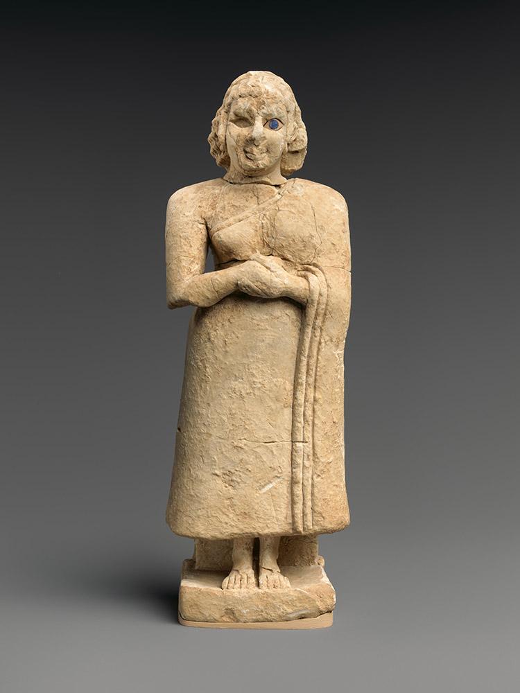 Fig. 4. Standing female worshiper, Sumerian, ca. 2600–2500 BCE, Nippur, ht. 25.2 cm. New York, Metropolitan Museum of Art 62.70.2, acq. 1962, Rogers Fund (courtesy Metropolitan Museum of Art).