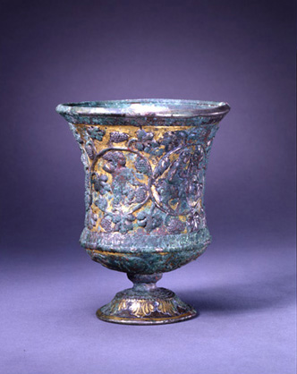 Fig. 4. Gilt bronze stem cup with figures and grapevine (Watt 2004, 149).