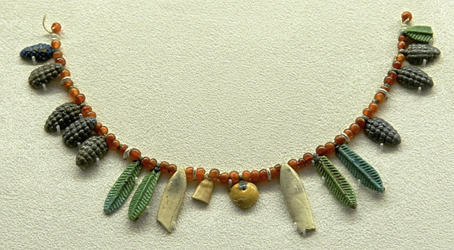 Fig. 3. Egyptian faience beads in the shape of grape clusters and palm leaves, restored as a necklace, lgth. 19 cm, New Kingdom (1550–1069 B.C.E.). Chicago, the Field Museum of Natural History, inv. no. 31261 (© The Field Museum of Natural History).