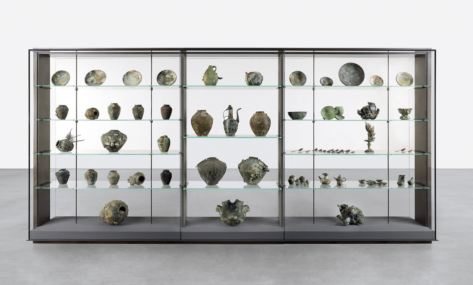 "Fig. 4. Damien Hirst, <em>A Collection of Vessels from the Wreck of the ""Unbelievable""</em> (Prudence Cuming Associates; © Damien Hirst and Science Ltd. All rights reserved, DACS/ARS 2017)."