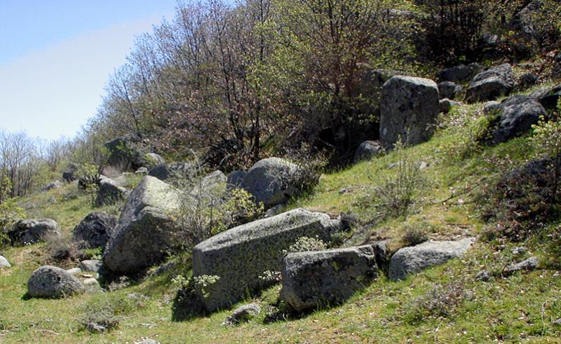 Fig. 6. Evidence of quarrying at Hapis Boğazı.