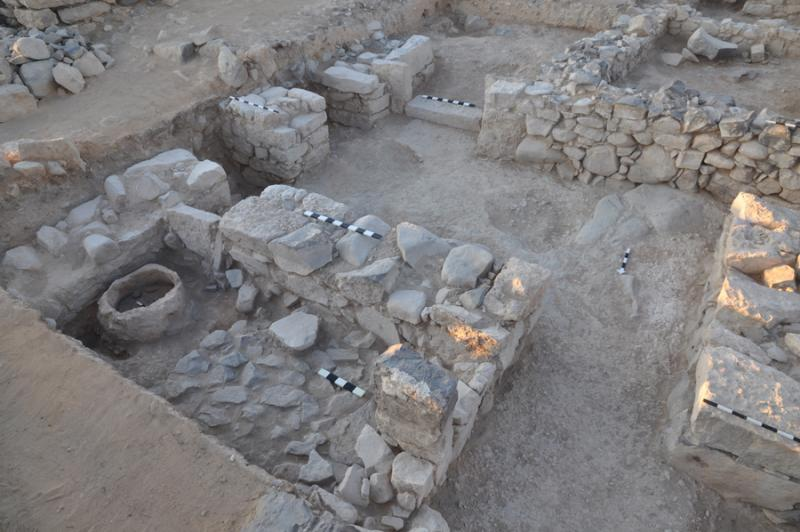 Fig. 56. Large oven (tannur) in field D (square F4) at Khirbat al-Mudaybi', looking southeast (G. Mattingly).